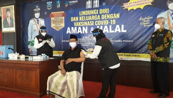 Belasan Tokoh dan Pejabat Publik Kabupaten Probolinggo Divaksin